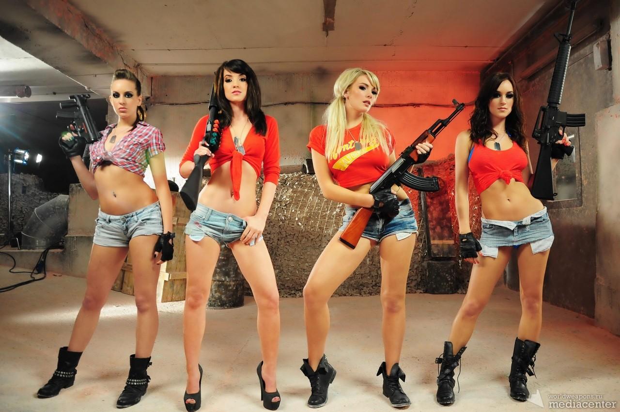 Девушки с оружием, армия, шорты, сапоги, обои HD и фото. подборка 2014.