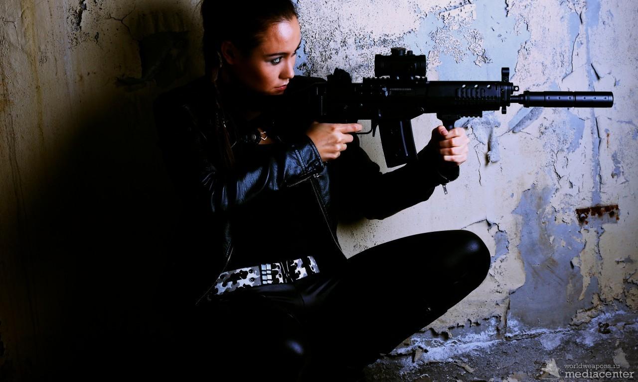 Девушка с оружием. Обои. Автомат. SCAR-H, CQC, ситуация, реально крутые фото.