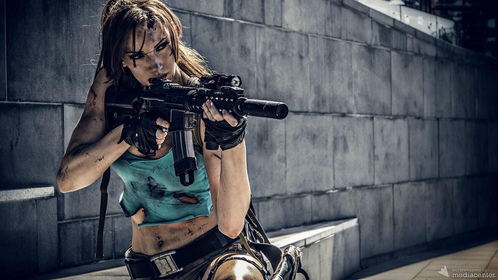 Девушка с оружием. Автомат, штурмовая винтовка. Крутое фото. Супер!