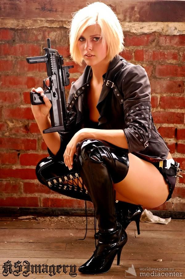 Фотографии милых, сексуальных и красивых девушек с оружием.
