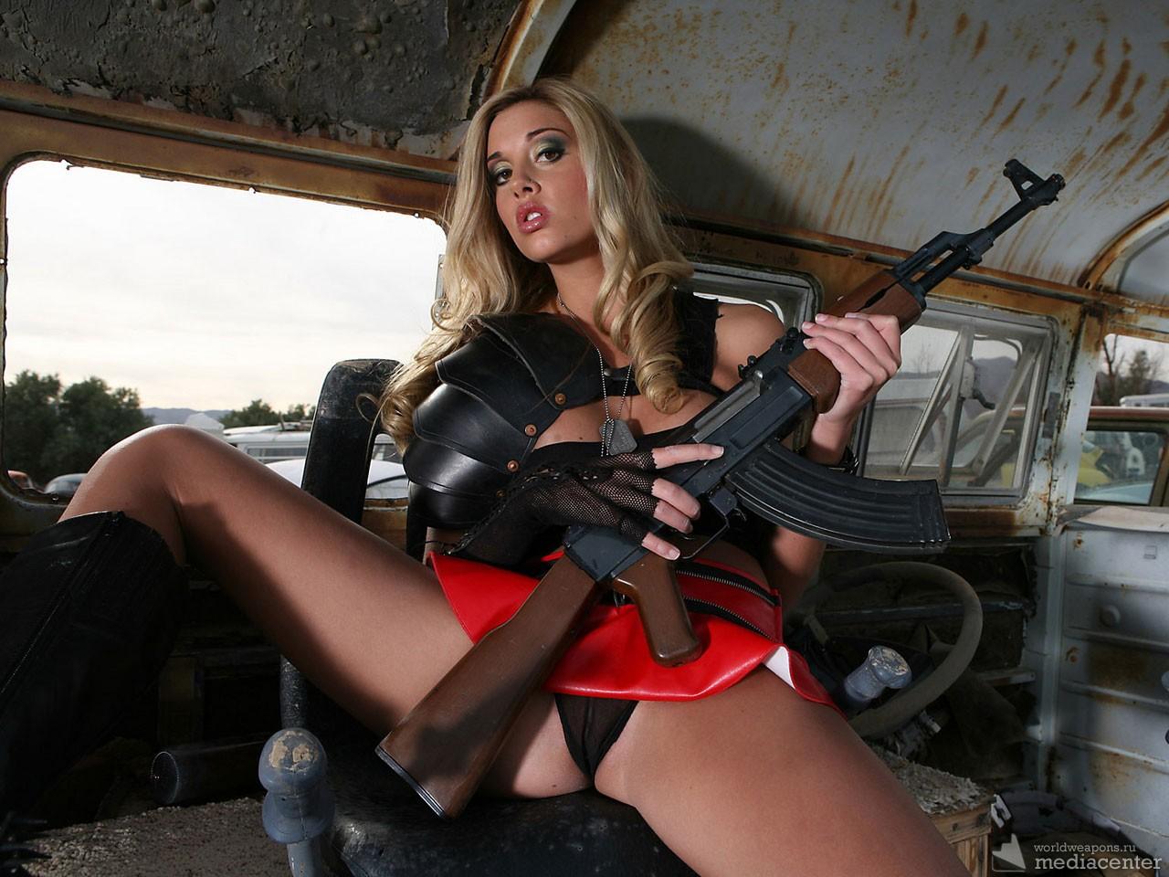 Сексуальные приколы с оружием смотреть онлайн бесплатно 23 фотография