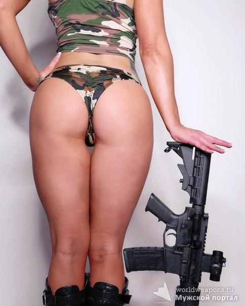 Красивая девушка с оружием. Подборка. Попа. Автомат. Штурмовая винтовка M4.