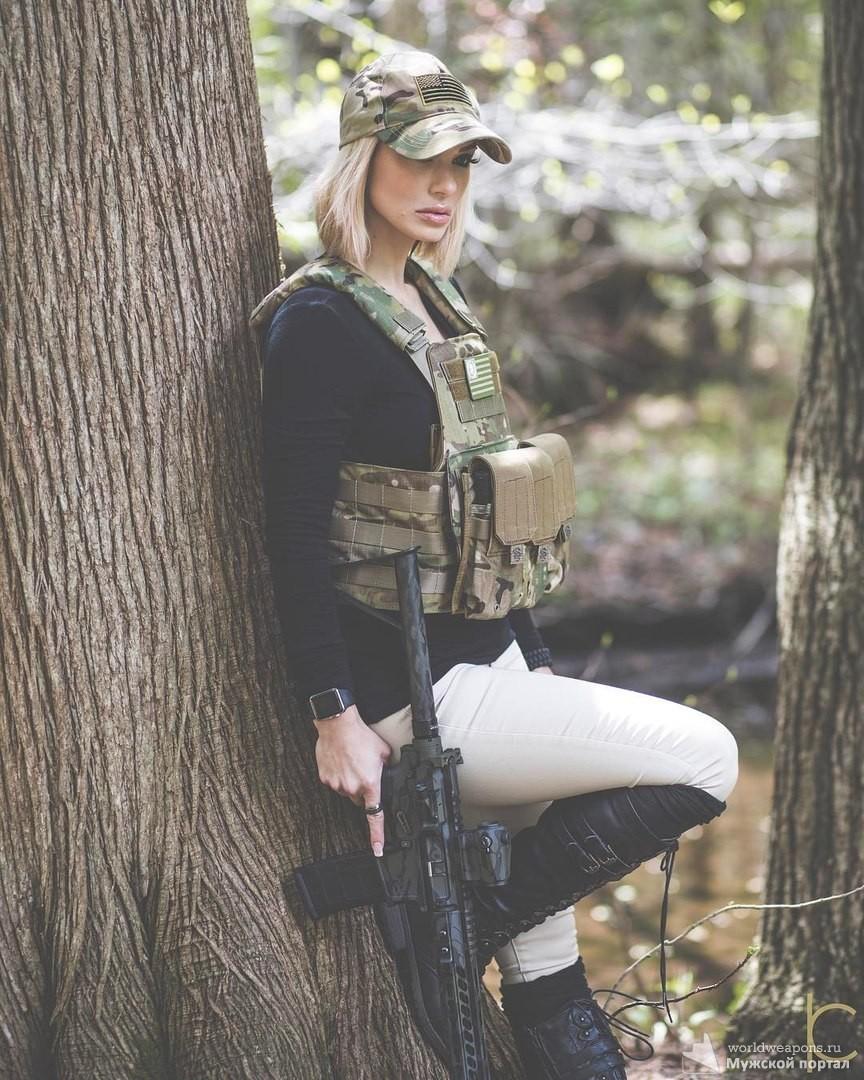 Красотка Kimberly Matte с оружием. Подборка красивых и сексуальных девушек с оружием.