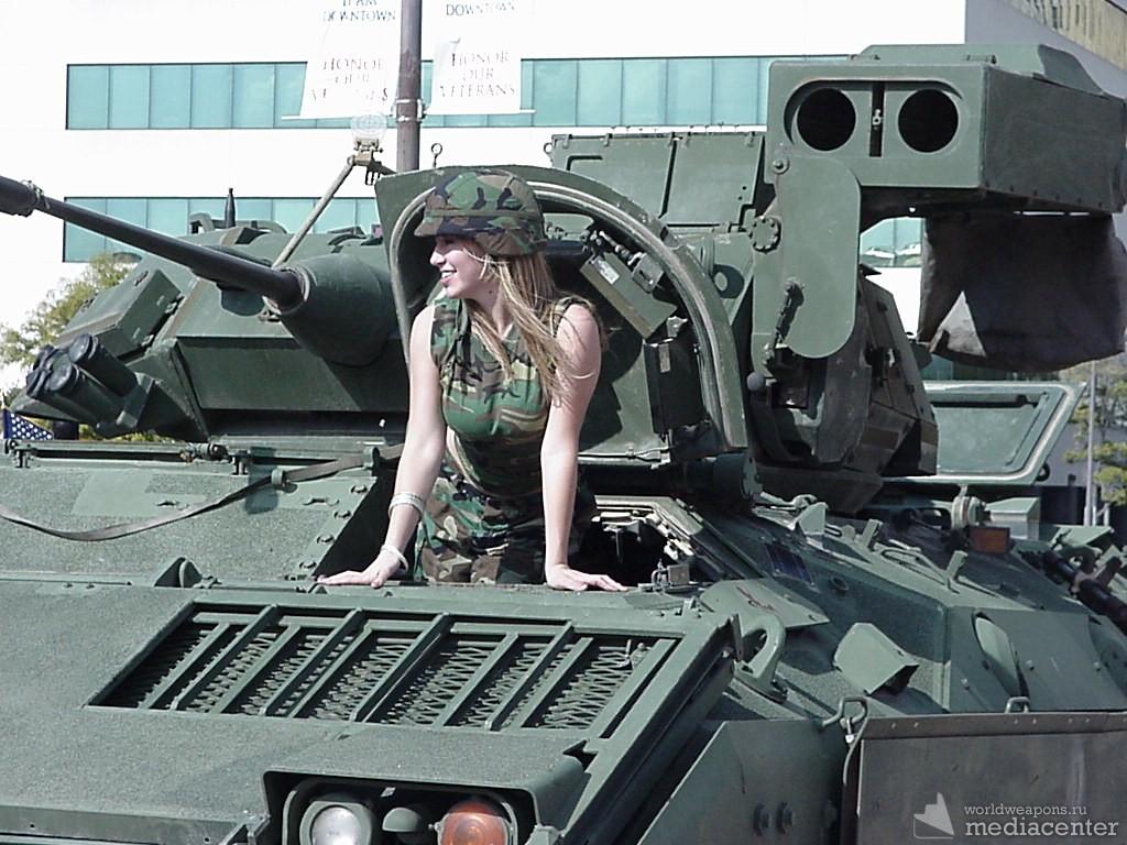 Девушки и военная техника. Обои. Подборка.