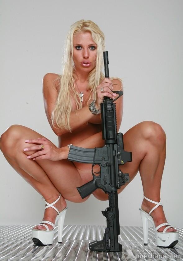 Голая с винтовкой фото 142-202
