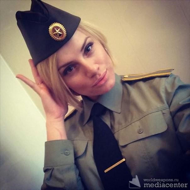 Ах эти барышни в форме! Красивая девушка в военной форме. Фото 2.