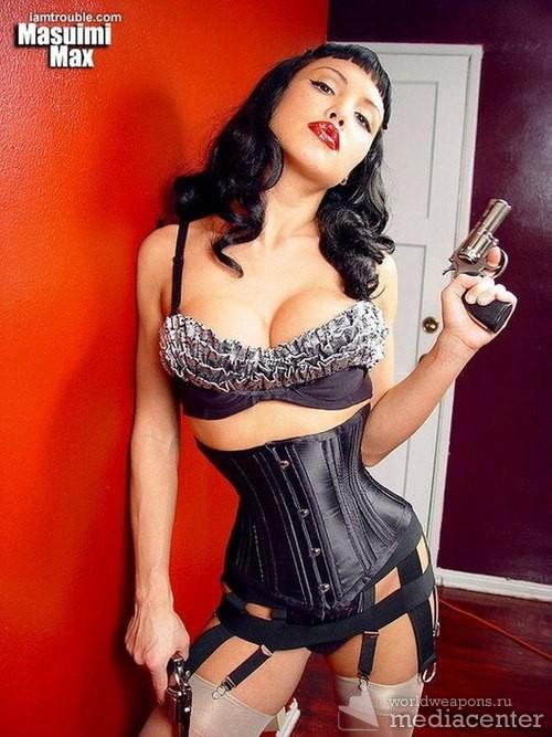 Самые сексуальные и сочные девушки с оружием. Супер!