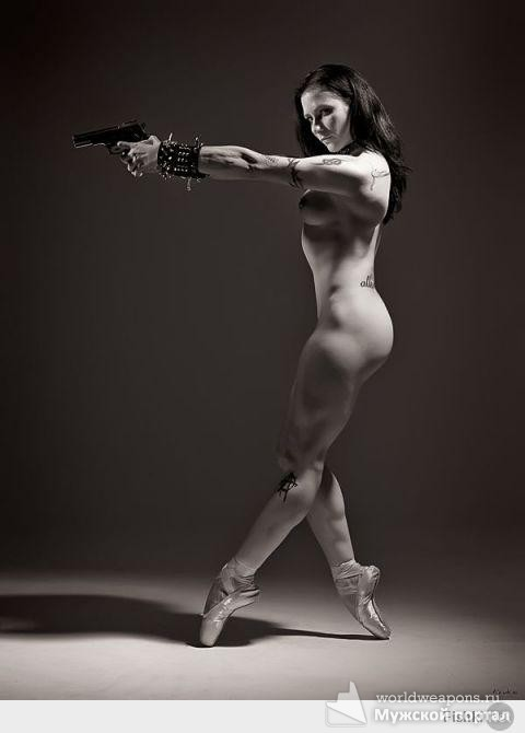 Горячая девушка с оружием. Супер! 2016.
