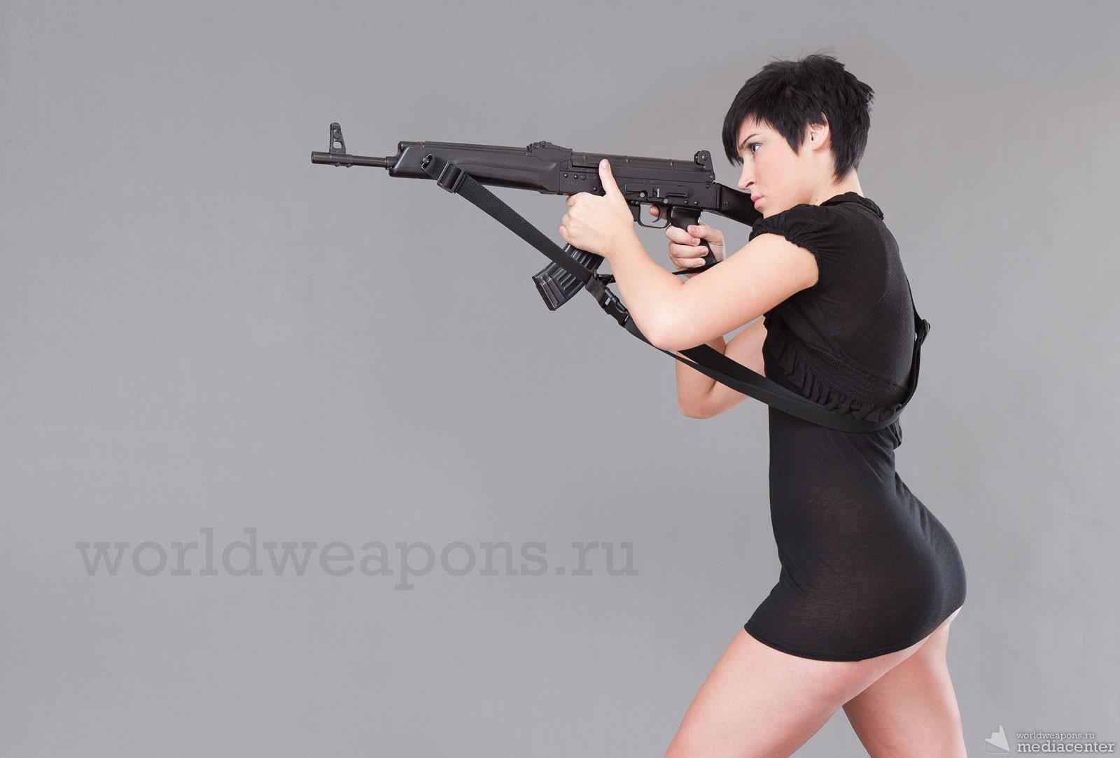 Девушки с оружием. Автомат. Обои. Подборка.