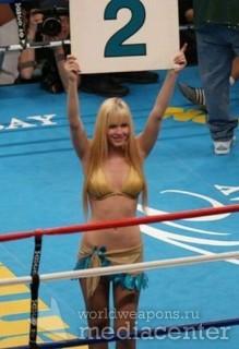Ring Girls, девушки с ринга, выносящие таблички на ринге.