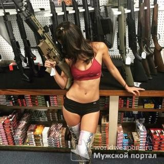 Красивая девушка с оружием, отличная фигурка, арсенал оружия, магазин... Беру всё!!!
