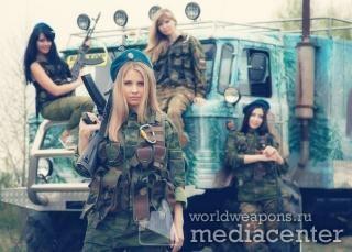 Русские девушки с оружием. Самые красивые. С автоматами Калашникова. на фоне ШиШига. ГАЗ-66.