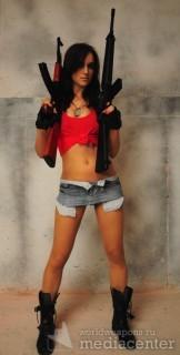 Rosie Jones - девушки с оружием. Автоматы, Калашникова и M16.