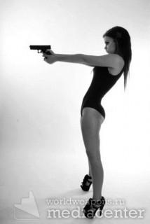 Девушка с пистолетом. Ч Б