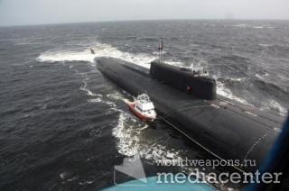 Только в России на помощь катеру, попавшему в шторм - приходит атомная подводная лодка.