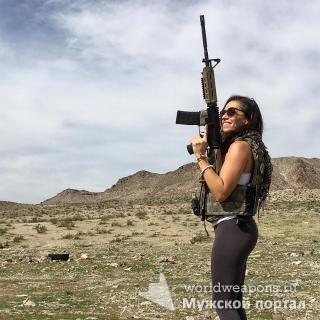 Красивая девушка с оружием, клевая фигура, круто выглядит. Либительница оружия. Большая подборка.