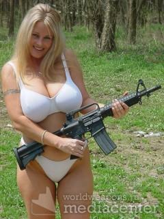 Дама с оружием. Штурмовой винтовкой M4