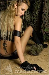 Девушка с пистолетом  пантера  наколка.