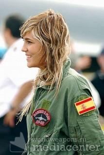 Рядом с такой девушкой и королевских ВВС Испании не страшно летать даже на истребителе