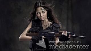 Азиатская девушка с автоматом Калашникова. Подборка девушек с оружием.