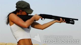 Rachelle - девушка стреляет из дробовика. US Army