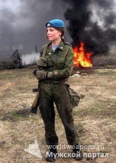 Красивая русская девушка в военной форме, ВДВ, десант, милашка, в грязи... но все равно красота.