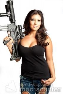 Подборка - девушки с оружием.