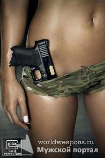 Девушка с оружием, отличная фигура. Пистолет Glock. Камуфляжные трусы, шорты.