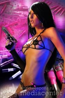Девушки с оружием. Пистолет.